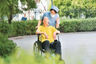 覆盖规模超10亿人 中国居民养老保障网越织越密